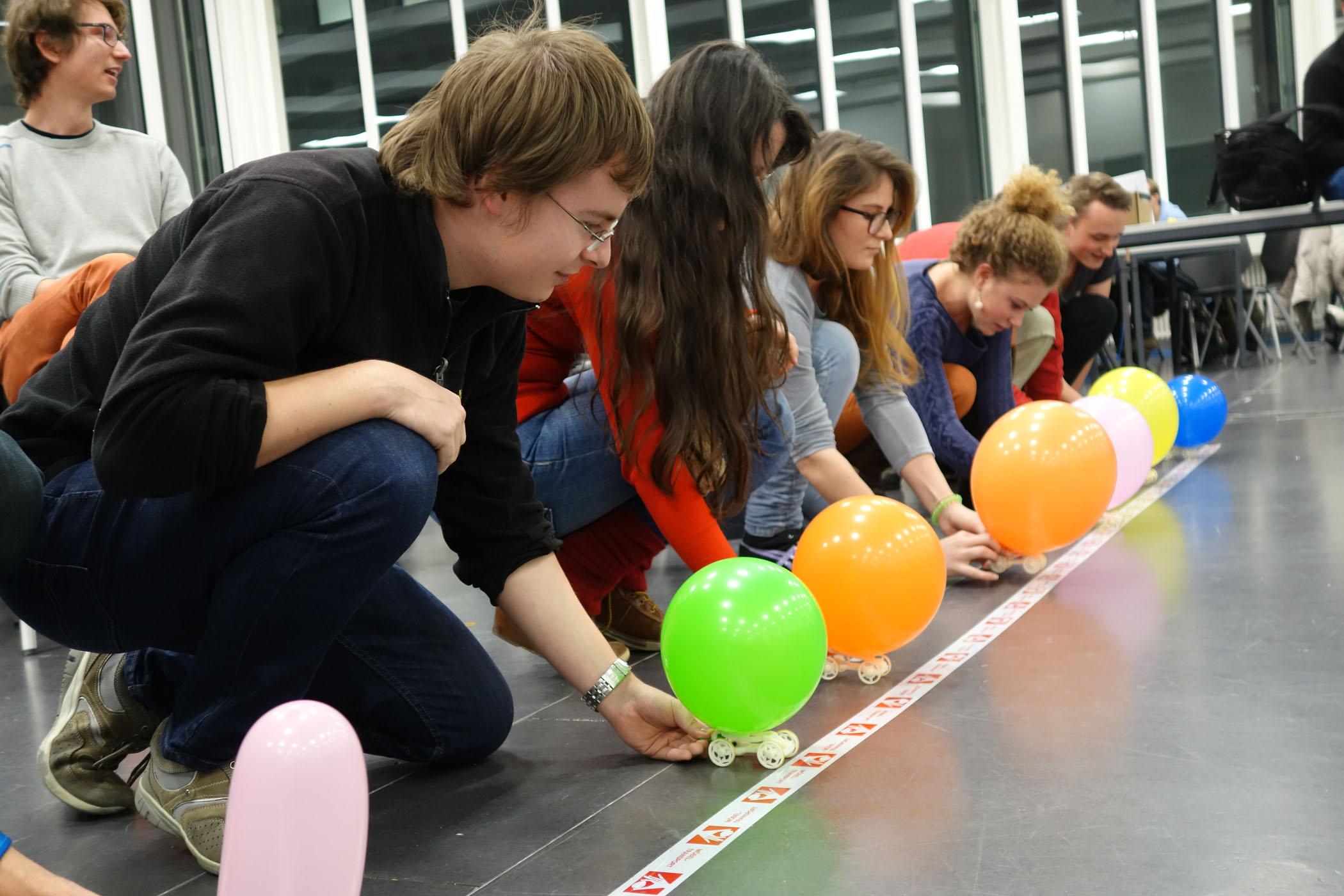 Eines der zentralen Projekte des Kurses ist der Kundenzuschnitt und die Fertigung eines ballon-angetriebenen 3D-gedruckten Autos. Foto: ETH Zurich