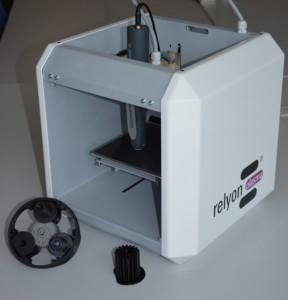 Integrationsbeispiel: 3D Drucker (Basis german reprap) mit Plasmakopf (piezobrush® - relyon plasma GmbH, sowie einige Musterbauteile