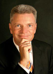 Prof. Dr.-Ing. Claus Emmelmann, CEO, Laser Zentrum Nord GmbH, Hamburg (D)