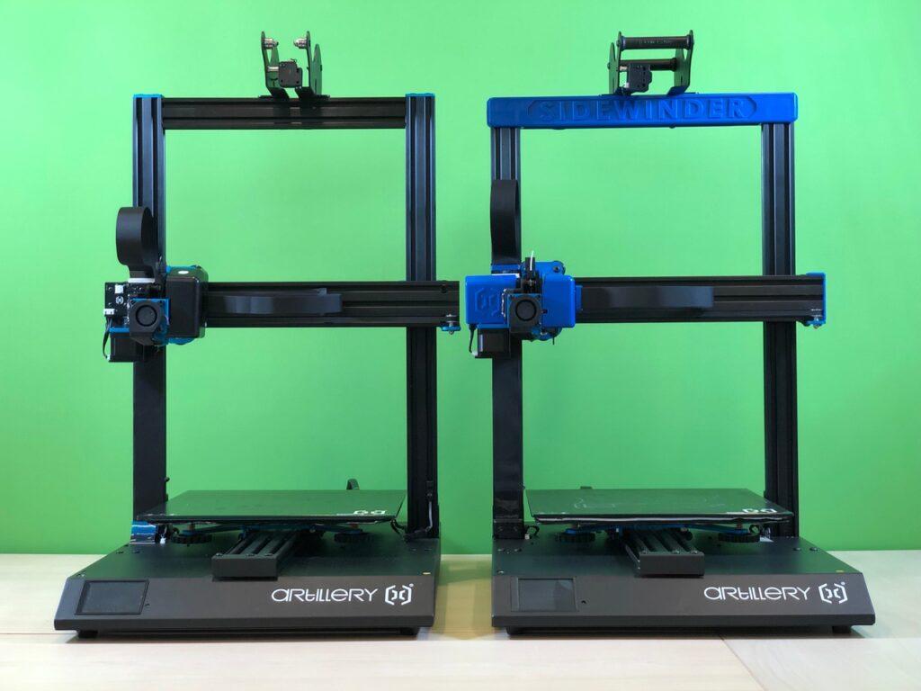 Sidewinder X1 (links) im direkten Vergleich zum Sidewinder X2 (rechts)