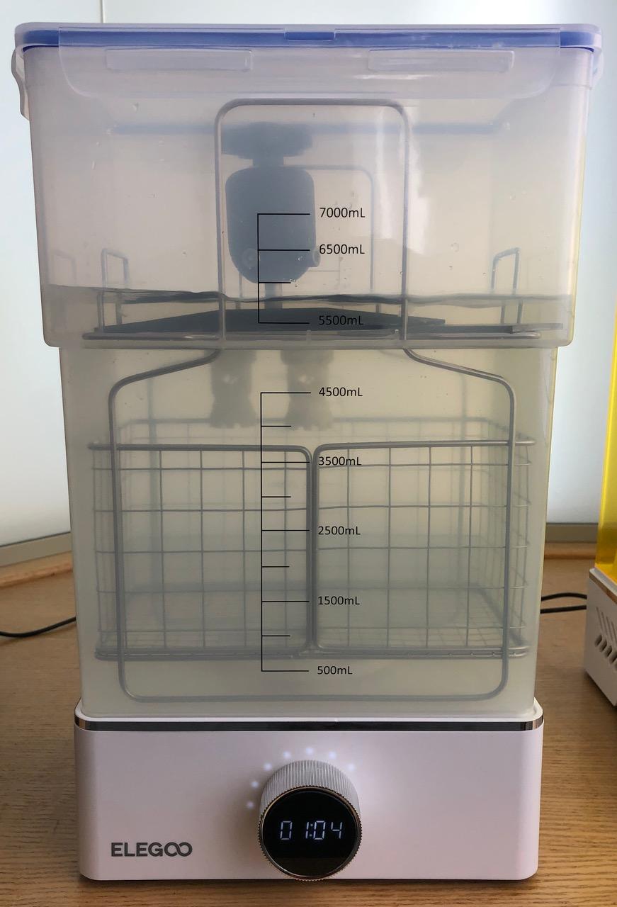 Elegoo Mercury-X-Wash mit eingesetzter Druckplattform